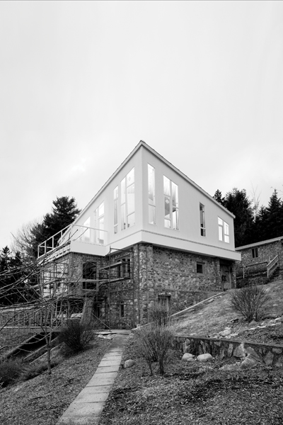 Martinon Monter, a second-storey addition to a handbuilt home. Photo by Mark Hemmings