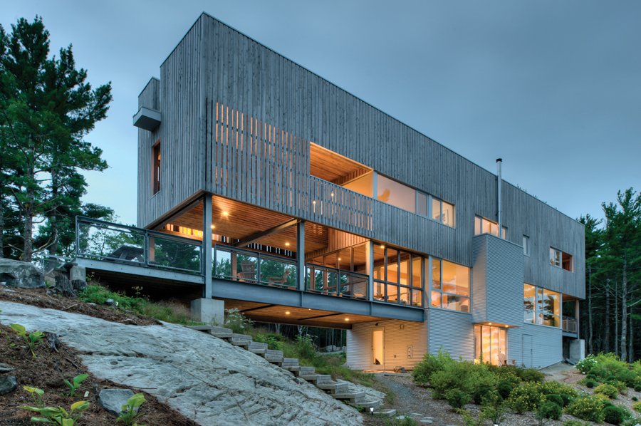 The muscular Bridge House (2011) spans between two bedrock outcrops parallel to the sea. Photo by Greg Richardson