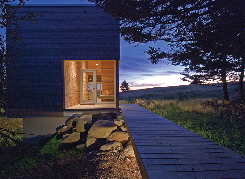 A spa was added to House 22 in 2009, designed to evoke a monolithic wood block. Photo by Greg Richardson