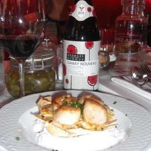 gamay-nouveau-et-coquille-st-jacques-brasserie-francaise-chez-jules