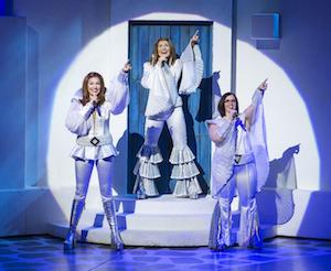 Cashelle Butler (Tanya), Betsy Padamonsky (Donna) et Sarah Smith (Rosie)