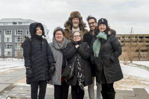 La directrice artistique du Carrefour international de théâtre entourée de concepteurs et du coordonnateur artistique de nouveau parcours Où tu vas quand tu dors en marchant...?