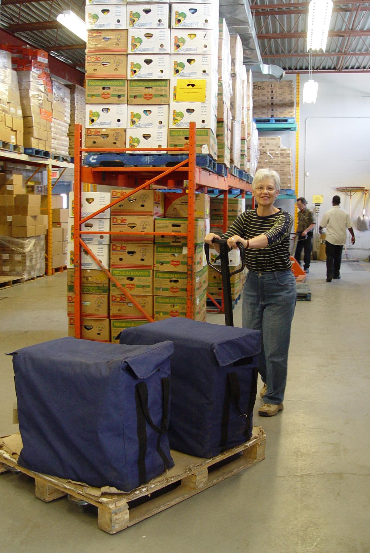Monique Parent  bénévole au centre de distribution de Moisson Québec.