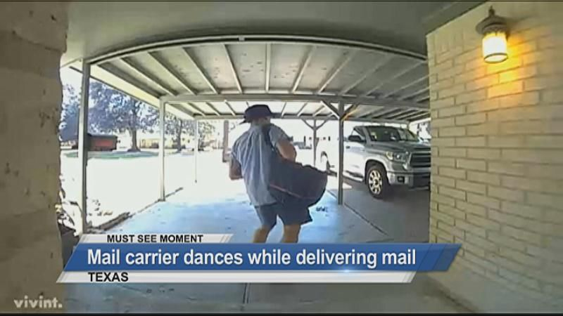 MUST SEE: Mail carrier dances while delivering mail