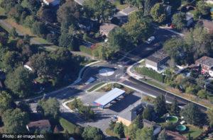 vue aérienne d'un carrefour giratoire