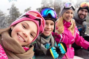 famille en ski