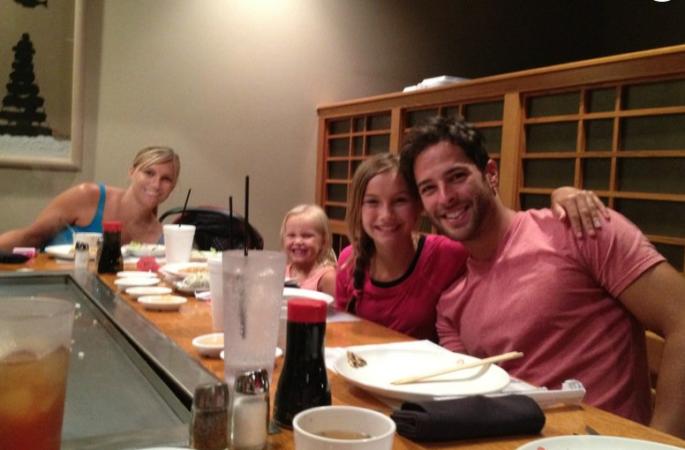 corey-sligh-au-restaurant-avec-ses-niece