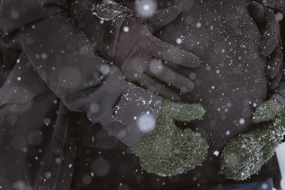 winter-maternity-photos-229
