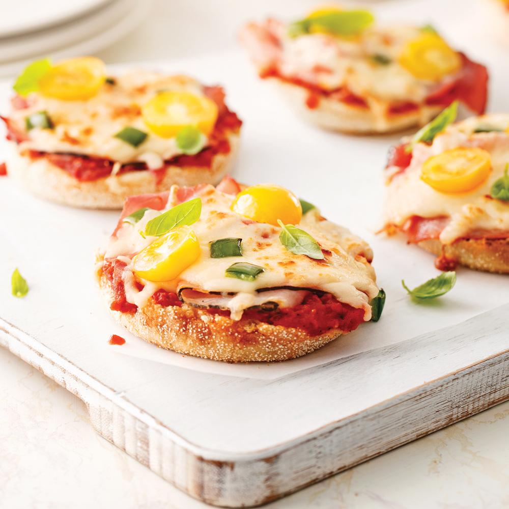 mini pizzas sur muffins anglais 5 ingredients 15 minutes. Black Bedroom Furniture Sets. Home Design Ideas