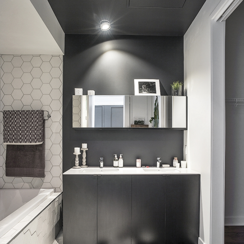 plafond peint la salle de bain je d core. Black Bedroom Furniture Sets. Home Design Ideas