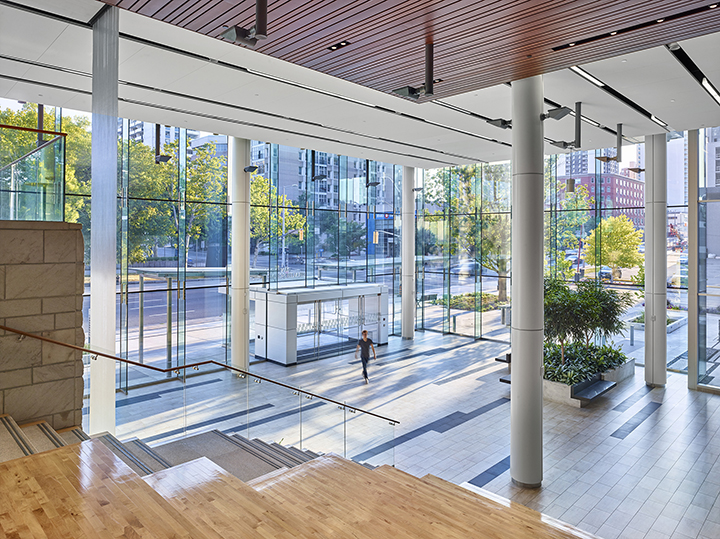 The public system starts at grade with a two-storey glass lobby that fronts onto a landscaped public entry plaza and extends up via an indoor amphitheater and staircase to a two storey public atrium. Photo: Shai Gil