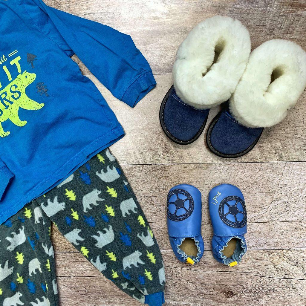 Pantoufles en suède et laine Garneau Les Mousses pantoufles en cuir Robeez Soccer boy pour garçons