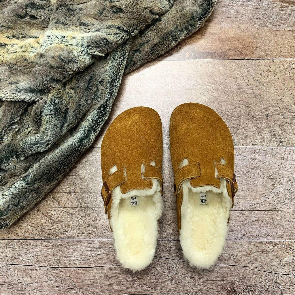 Pantoufles en suède et laine naturelle Birkenstock tan pour femmes