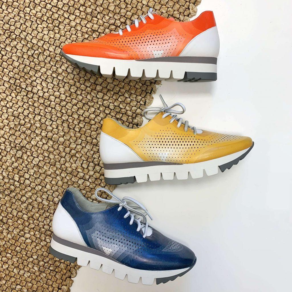 Chaussures en cuir Dorking orange, jaune et bleue pour femmes