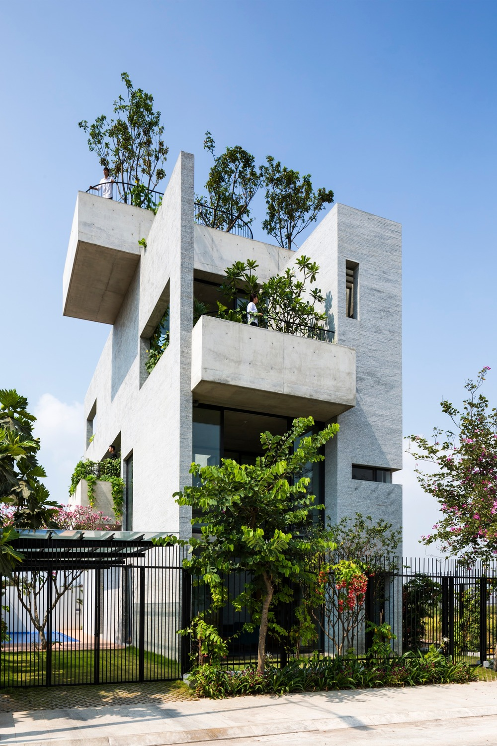 Vo Trong Nghia Architects, Binh House, Photo credit: Completed Buildings House