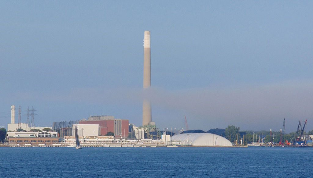 Toronto Portlands and The Hearn viewed from the Toronto Islands ferry. Photo by Nadiatalent via Wikimedia Commons.