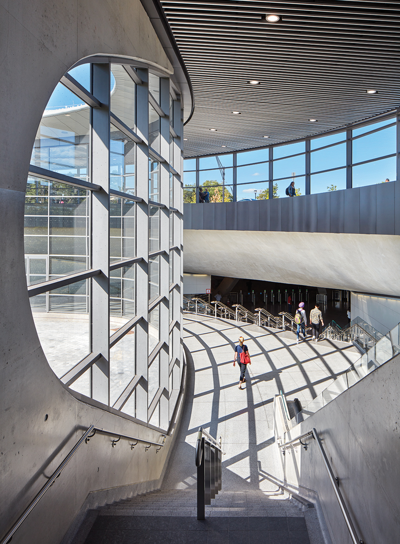 Curvilinear concrete supports contribute to an open, airy atmosphere.