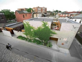 The elemental forms of the Courtyard House viewed in its transitional Toronto neighbourhood context.
