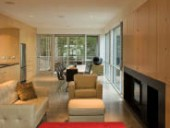 The ground-floor living space is defined by a strong linearity.
