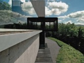 The screened porch cantilevers over the site, capturing dramatic views.