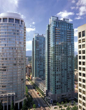 The Residences on Georgia (1998) is a successful adaptation of ground-oriented townhouses defining the street edge with high-rise residences adroitly bookending the site.