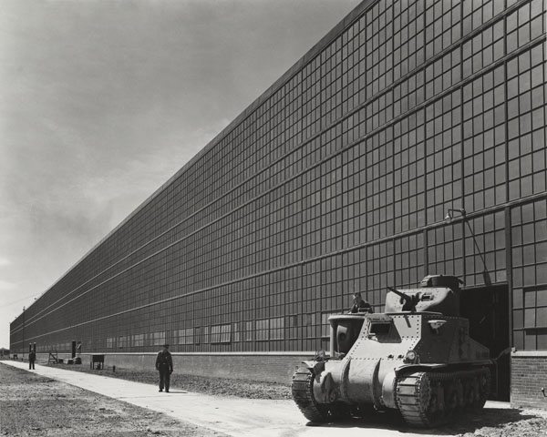 Arsenal de chars de Chrysler, Warren Township, Michigan, par Albert Kahn Associates, 1941. Photographie de Hedrich-Blessing.   Chicago History Museum, HB-06539-C