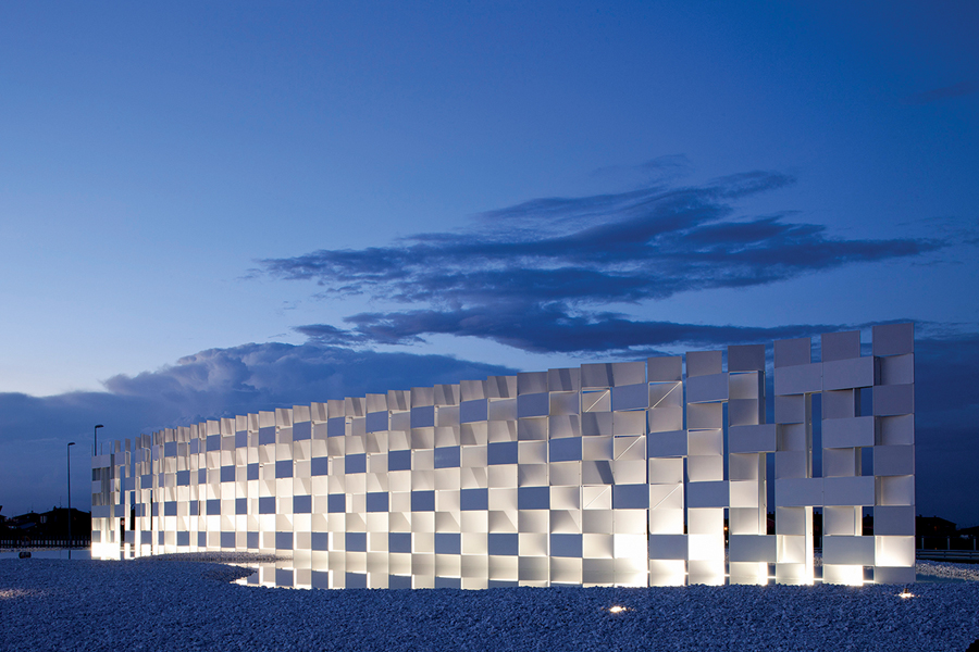 Designed by Japanese architect Kengo Kuma, the Casalgrande Ceramic Cloud is an installation measuring 7 x 40 metres that incorporates unglazed porcelain stoneware slabs by Italian tile manufacturer Casalgrande Padana.