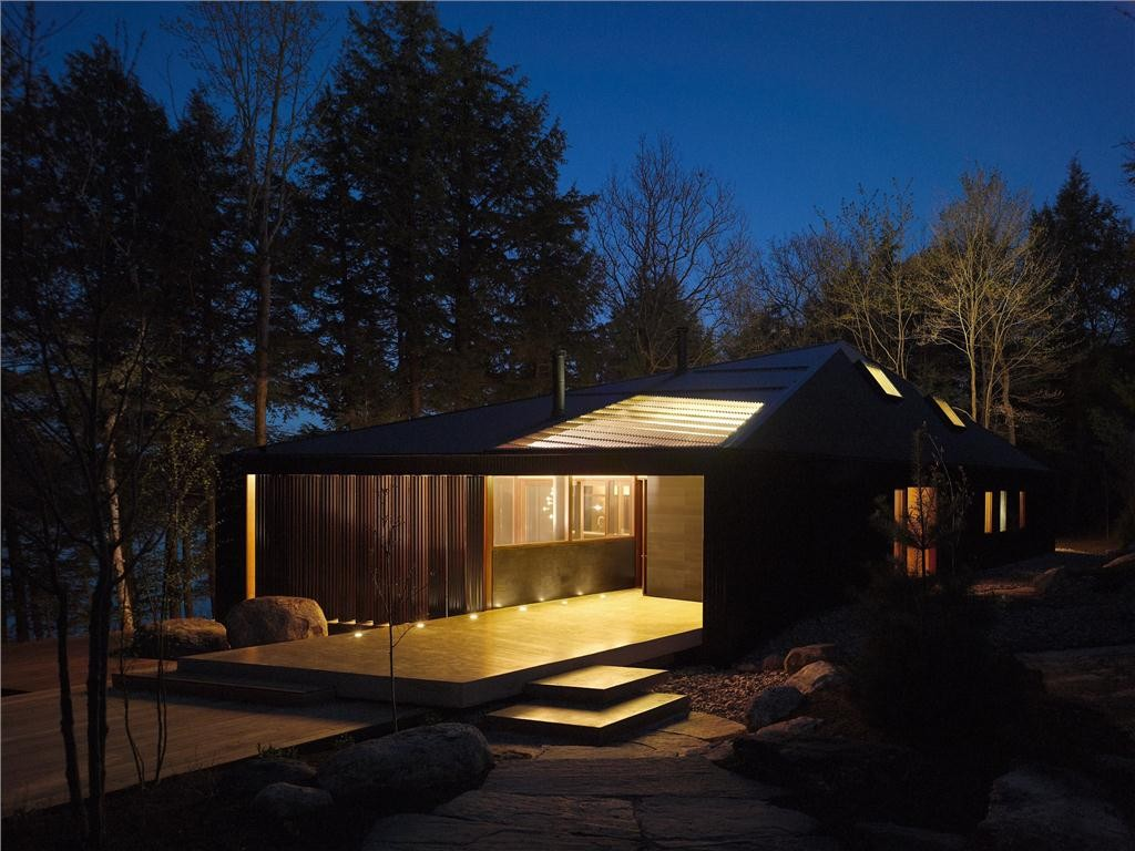 Clear Lake Cottage by MacLennan Jaunkalns Miller Architects. Photo by Ben Rahn/A-Frame.