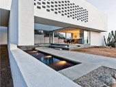 A freestanding wall defines the entrance to Z-4 and directs breezes over a cooling pool.