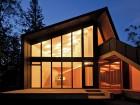 The modest Webster Cottage sits adjacent to Lake Winnipeg. 5468796 Architecture
