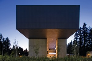 Hovering ominously, the dark zinc-clad cantilevered bar is a powerful formal gesture and an undeniable landmark on the university campus. Ema Peter