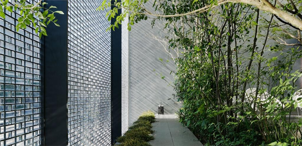 optical glass house in hiroshima, japan, one of the 2012 winning projects