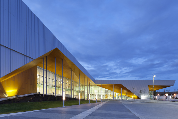commonwealth community recreation centre by maclennan jaunkalns miller architects