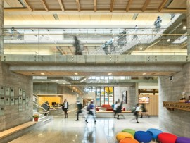 At the centre of the Senior School, a light-filled atrium is a busy crossroads between campus buildings. Nearby lounge areas offer quieter pockets that encourage informal discussions with classmates. Beyond, a passageway links to an auditorium and to the Junior School at the opposite end of the site.