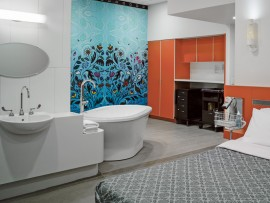 A freestanding tub is the focal point of each birthing suite. The washroom includes two entrances, creating a circulation loop around the room's wet zone.