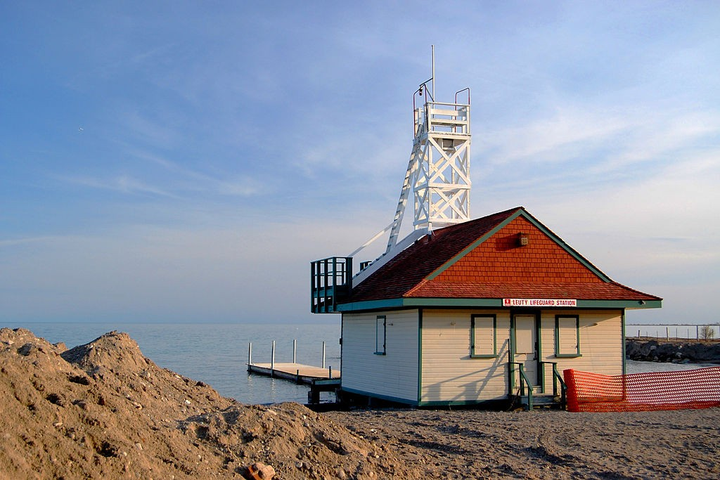 leuty lifeguard station at kew beach in toronto. photo by john vetterli.