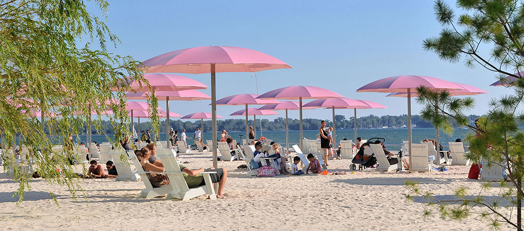 sugar beach, toronto waterfront. photo by nicola betts.