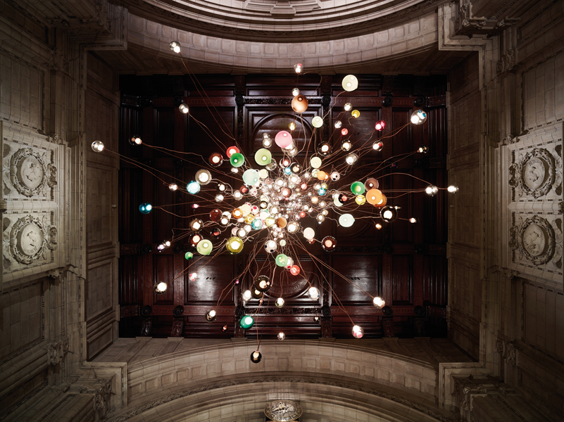omer arbel's clustered pendant lights at london's V&A museum