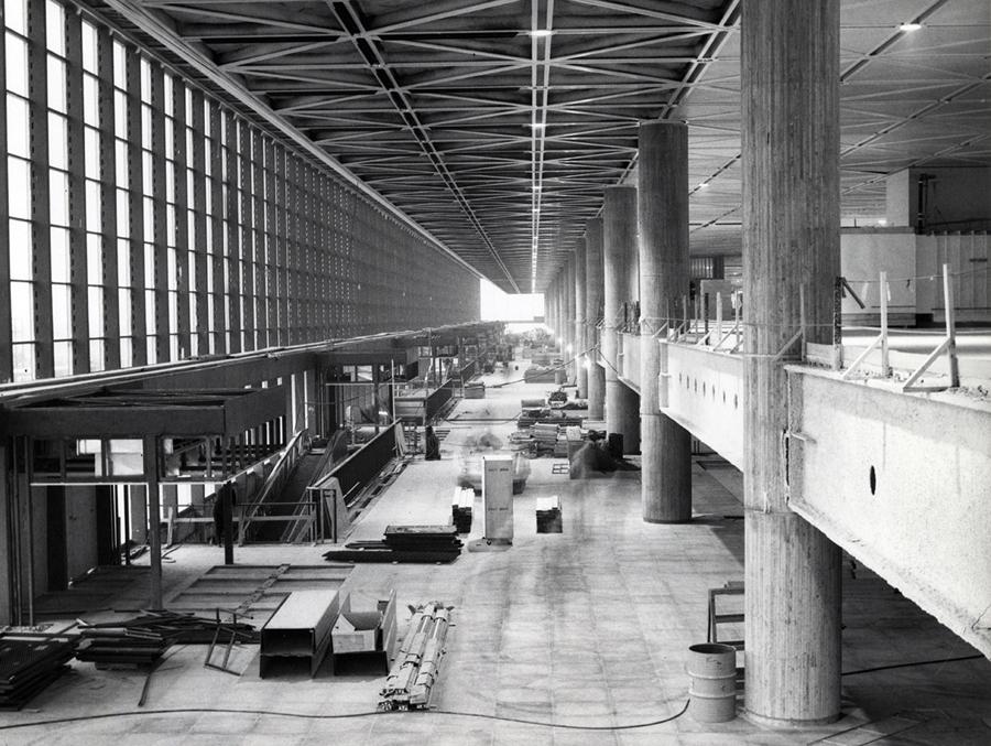 PGL 8. Hall d\'entrée avec rampe d\'accès - Mirabel - Canadian Architect
