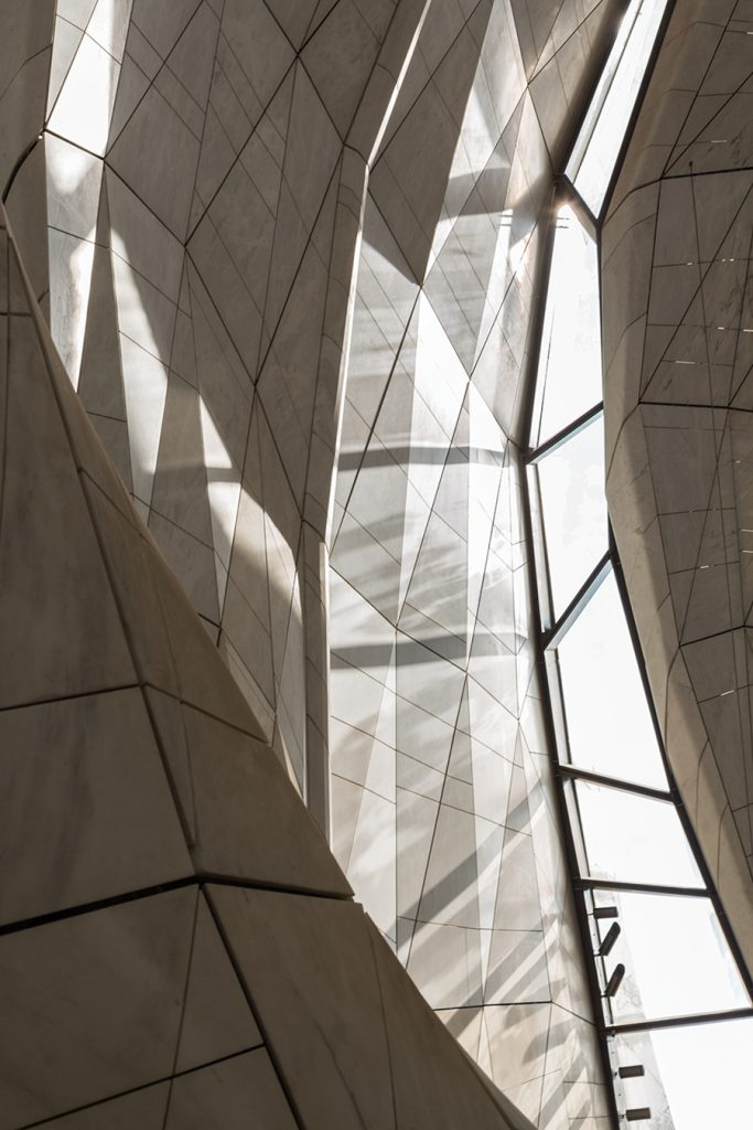 The materiality and faceted geometry of the temple's interior and exterior skins captures the diverse qualities of natural daylight in Chile's capital city. Photo: Vanessa Guillén