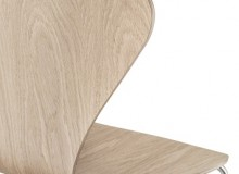 It's a natural step for Fritz Hansen to introduce the Series 7 chair in natural oak, the result being a very clean and distinct Scandinavian style.