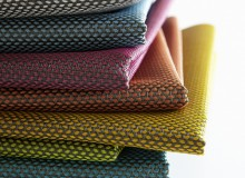 SPORTSWEAR UPHOLSTERY: BOLT In Bolt, grouped yarns running in each direction produce a basket-weave construction in two tones. Pearlized yarns in the weft direction intensify the pop of colour against the neutral tones used in the warp. Colours: 7