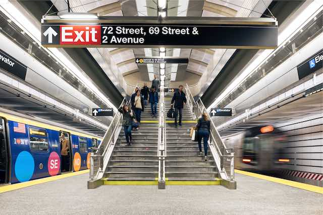 The 2nd Avenue Subway in New York features a wayfinding strategy by CVEDesign. Photo via Entro Communications.