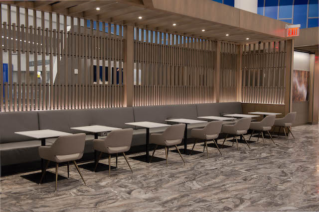 LaGuardia, Air Canada, Maple Leaf Lounge