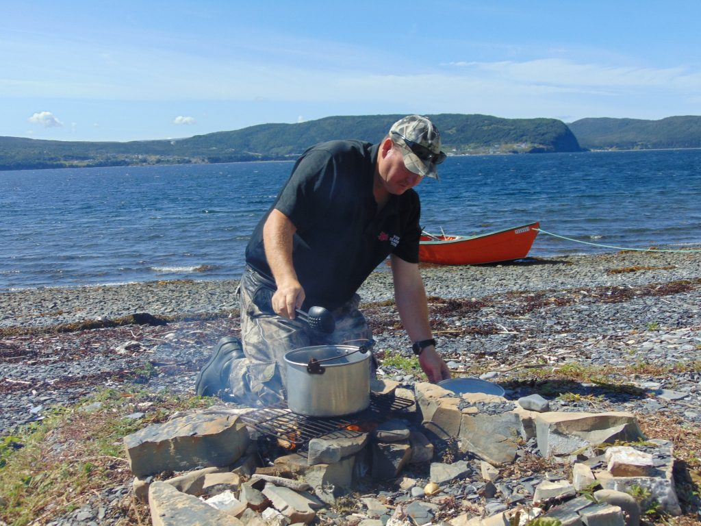 Four Seasons Tours' Darren Park cooks mussels on a Bay of Islands beach