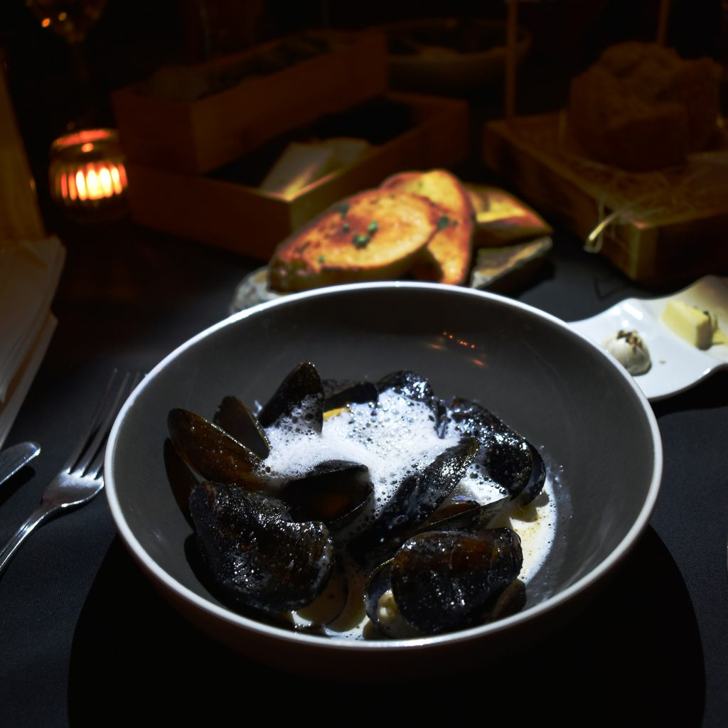Mussels in a white wine foam