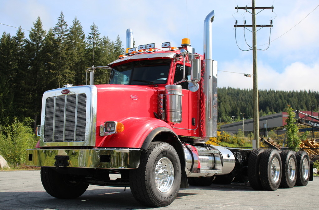 Peterbilt 367 Ext Day Cab 550HP Tri Drive with Full Lockers