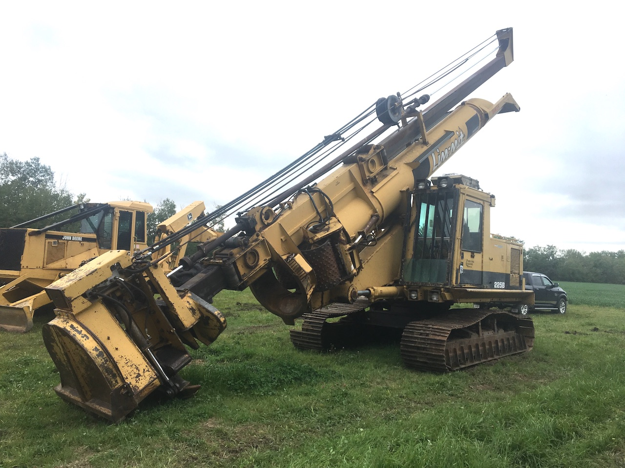 1995 Cat 225B w/ Limmit 2200 Delimber