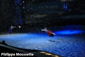 Voltige avec sangle sous la neige