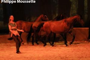 Cavalia, Élise Verdoncq  guidant les chevaux
